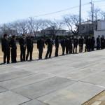 卒業生がグランドに一列に並びました。