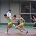 4×100m 1走権田から2走金子へバトンパス