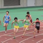4×100m決勝 3走野口から4走谷本にバトンパス