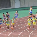 4×100mR予選 3走神谷から4走山田へバトンパス