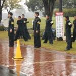 雨の中での応援団