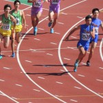 4×100mR準決勝 3走戸澤から4走阿佐美にバトンパス