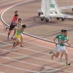 4×100mR決勝 1走福井から2走相沢へバトンパス